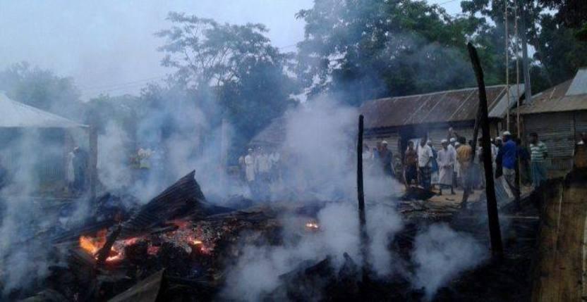 গচ্ছাবিল বাজারে আগুনে ফার্নিচার দোকান-বসতঘর পড়ে ছাই