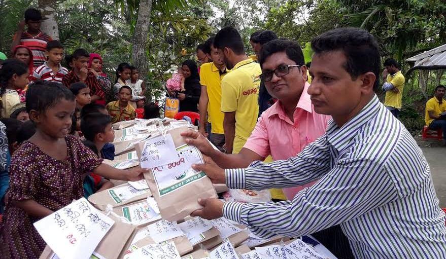 আমরাই নোয়াখালী'র উদ্যোগে ঈদবস্ত্র ও বৃদ্ধাশ্রমে ইফতার