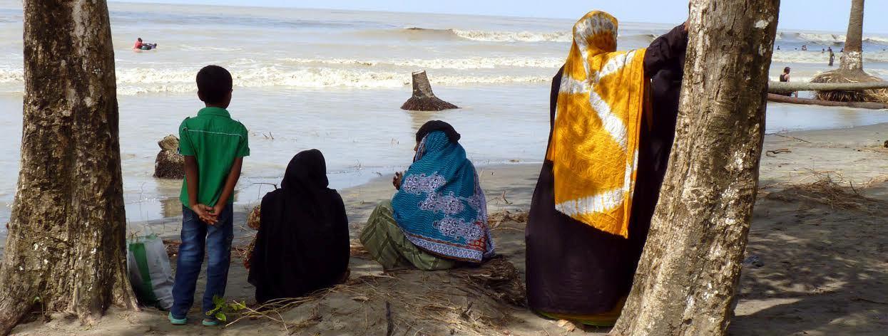 কুয়াকাটায় ওয়াকিং বীচ নেই: ধ্বংসস্তুপে বসে সময় কাটাতে হয় পর্যটকদের