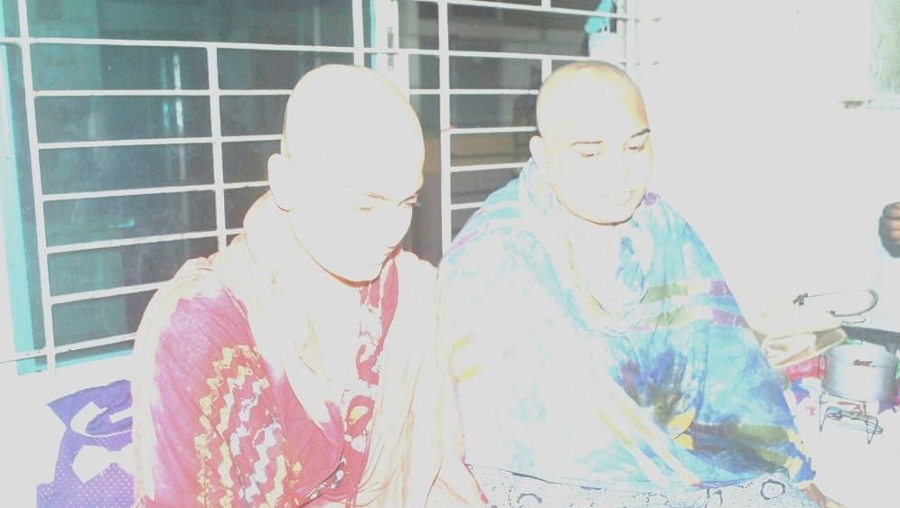 ধর্ষনের ঘটনা প্রকাশ পাওয়ায় ধর্ষিতা ও তার মাকে মাথ্যা ন্যাড়া করে দেয়া হয়েছে