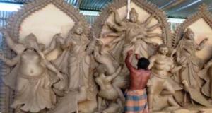 ঝিনাইদহে দুর্গা প্রতিমা তৈরীতে ব্যস্ত সময় পার করছেন শিল্পীরা