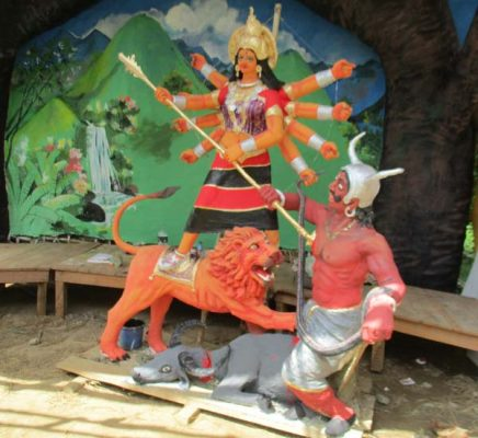 শারদীয় দূর্গাপূজা উপলক্ষে রামকৃষ্ণ মিশনের বস্ত্র বিতরণ
