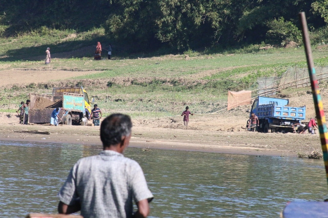 সাংগু নদী থেকে অবৈধ ভাবে বালু উত্তোলন-পাচার