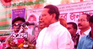 খালেদা জিয়া গণতন্ত্রের জন্য বিপদ জনক: তথ্য মন্ত্রী