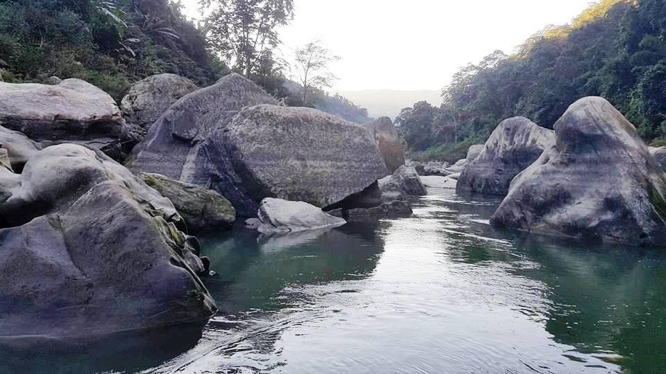 থানচিতে সাংগু'র বুকে দৃষ্টিনন্দন প্রাকৃতিক পাথর!