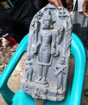 নড়িয়ায় প্রাচীন নিদর্শণ পাথরের মূর্তি উদ্ধার