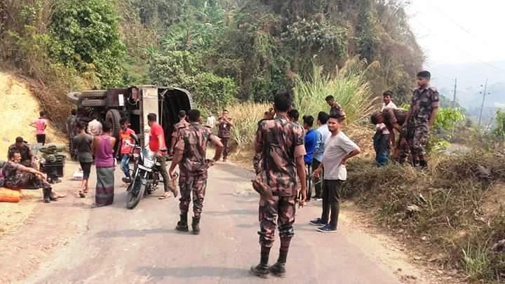 বান্দরবানে সড়ক দুর্ঘটনায় ৮বিজিবি সদস্য গুরুতর আহত: বাইক আরোহী নিহত