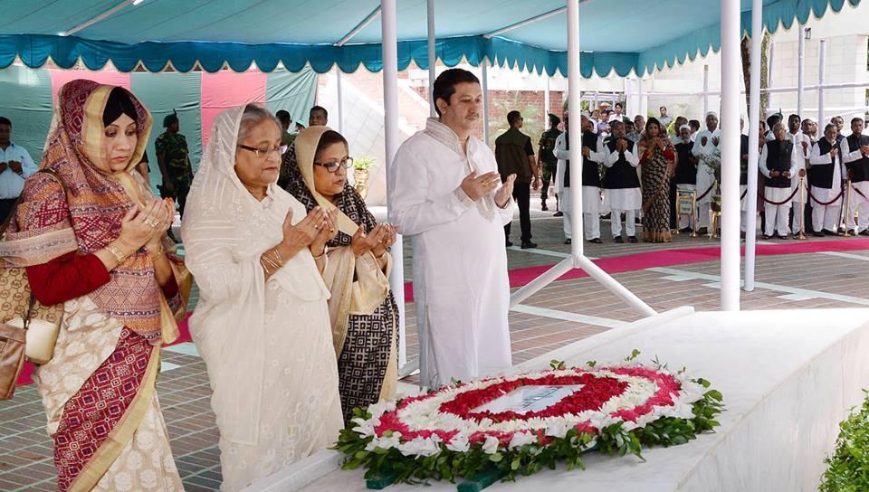 টুঙ্গীপাড়ায় জাতির পিতার সমাধি জিয়ারত করেছেন প্রধানমন্ত্রী শেখ হাসিনা