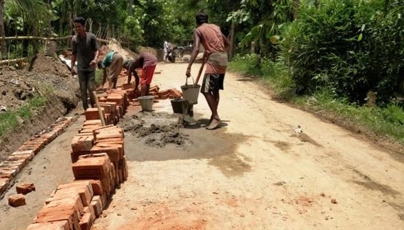 বান্দরবানে সড়ক সংস্কার-নির্মাণ কাজে ব্যাপক লুটপাট