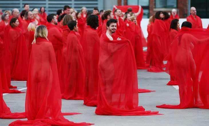 ছবি তুলতে অস্ট্রেলিয়ায় নগ্ন হলেন ৫ শতাধিক নারী-পুরুষ