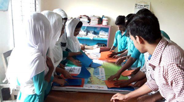 কলাপাড়ায় সবুজ উপকূল কর্মসূচীতে স্কুল শিক্ষার্থীরা তুলে ধরলো সমাজের অসঙ্গতি