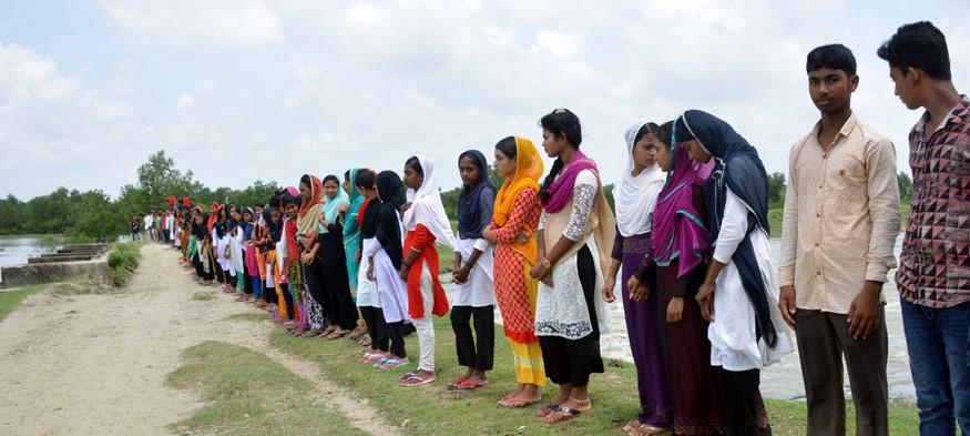 সমাজ উন্নয়নে গ্রামবাসীদের পাশে প্রত্যন্ত এলাকার শিক্ষার্থীরা