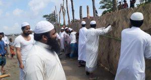 কর্মীদের নিয়ে কমলনগরে জঙ্গলাবাঁধ নির্মাণে ইসলামী আন্দোলনের শরীফুল ইসলাম